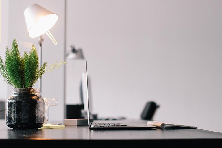 Mesa de trabajo. Hogar sostenible.