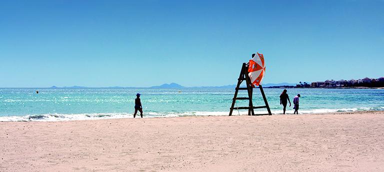 playa de los náufragos en Torrevieja